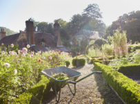 spring-garden-hacks